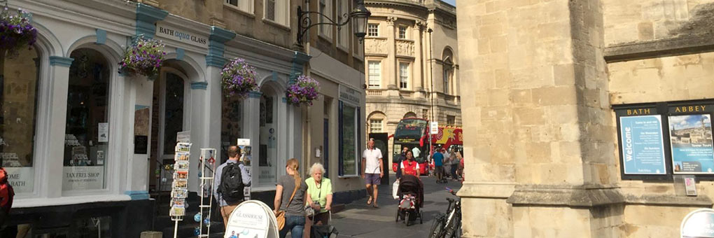 Bath Aqua Shop Front Next to Bath Abbey opening times